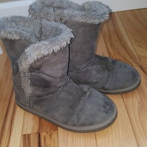 Girls gray fuzzy boots